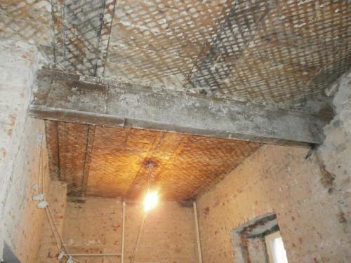 Ремонт потолка в сталинке. Варианты ремонта деревянного потолка