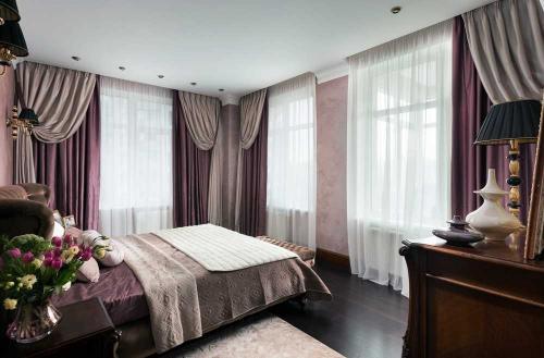 Дизайн окна в спальне. Современный стиль в оформлении окон