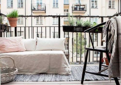 Спальня на лоджии. Особенности благоустройства спальни на балконе