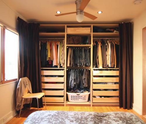 Шторы в гардеробную вместо дверей. Достоинства применения шторы вместо двери