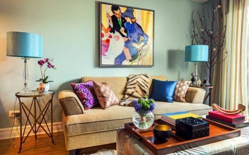 Расположение картин над диваном. Декорирование