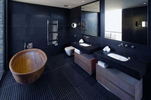 Как сделать черную стену. Черные ванные