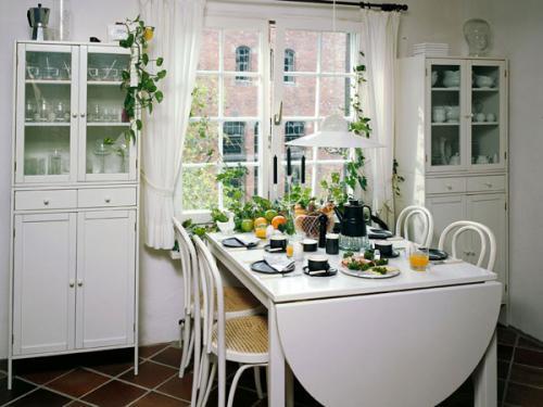 Как поставить на кухне стол. Куда поставить стол на кухне?