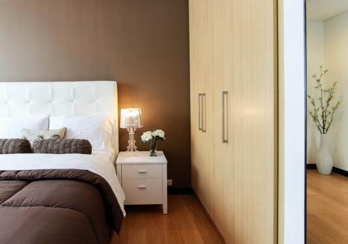 Что лучше гардеробная или шкаф. Что лучше: шкаф-купе или гардеробная?