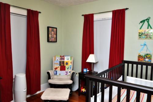 Шторы в детскую комнату для мальчика. Подбор цвета и принта штор для подростка или мальчика