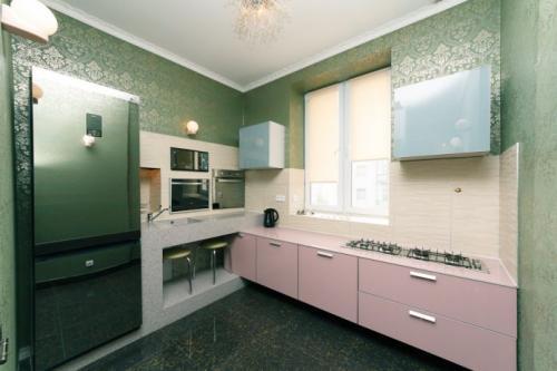 Дизайн кухни с зелеными обоями. В каком стиле оформить кухню с зелеными обоями? 03