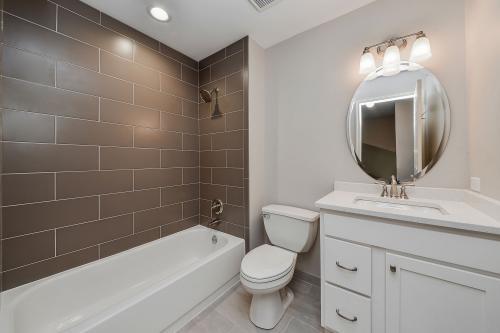 Как сделать ремонт в ванной дешево. Экономный ремонт ванной вполне возможный для каждого