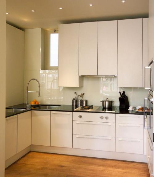 Расположение мойки в угловой кухне. Что выбрать в зависимости от размера и интерьера помещения