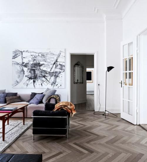 Как выбрать картину в гостиную над диваном. Размер и его значение