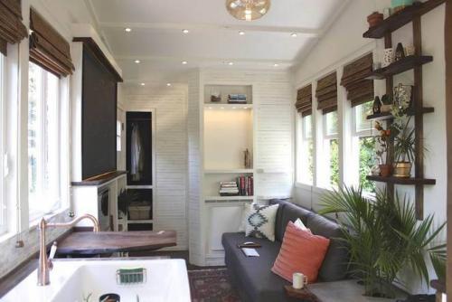 Дома на колесах маленькие. Небольшой дом на колёсах с роскошной кроватью и кухней