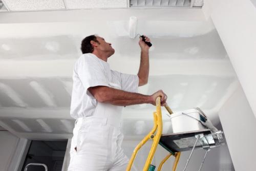 Нужно сделать ремонт в квартире. С чего начинается в квартире ремонт потолка?