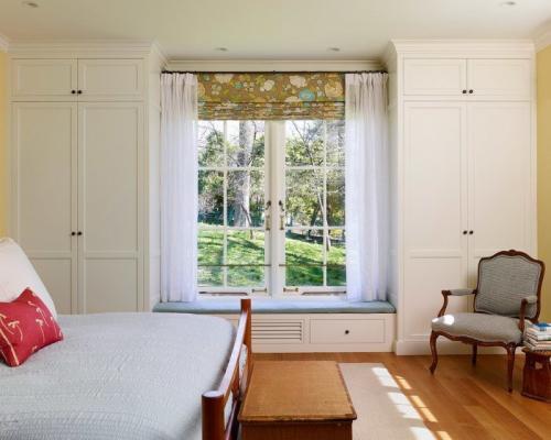 Стенка вокруг окна. Шкафы вокруг окна, это удобно и экономит пространство в комнате. А вам нравится такая идея? (15Фото)