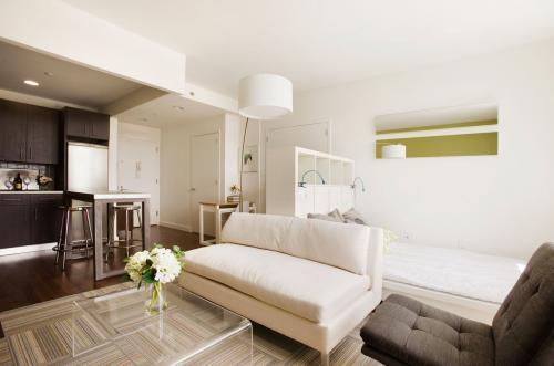 Дизайн квартиры-студии 24 кв м прямоугольной. Современные виды стилей для студии 24 кв м