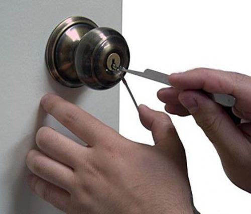Как открыть межкомнатную дверь если сломался замок. Что же делать, если захлопнулась межкомнатная дверь?