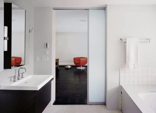 Как выбрать межкомнатные двери в ванную. ВЫБОР ДВЕРНОЙ КОНСТРУКЦИИ: ОСНОВНЫЕ РЕКОМЕНДАЦИИ