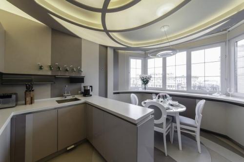 Кухня дизайн с выходом на балкон. Дизайн кухни 8-12 кв.м. в квартире с балконом. ТОП-5 советов для объединение пространства + 100 ФОТО