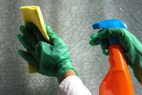 Виниловые обои чем мыть. Очистка флизелиновых изделий