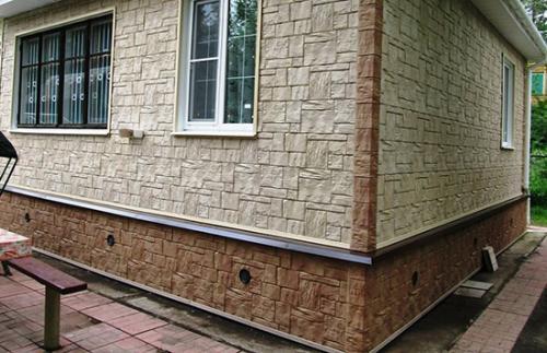 Отделка фундамента цокольными панелями. Преимущества обшивки цоколя панелями под камень