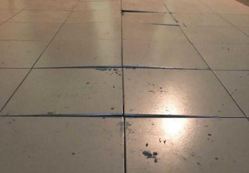 Ремонт плитки напольной. Отошел кафель на полу: причины и что делать