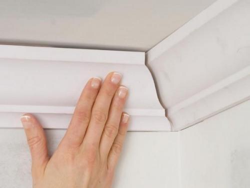 Чем приклеить потолочный плинтус к натяжному потолку. Как правильно клеить потолочный плинтуса на натяжные потолки