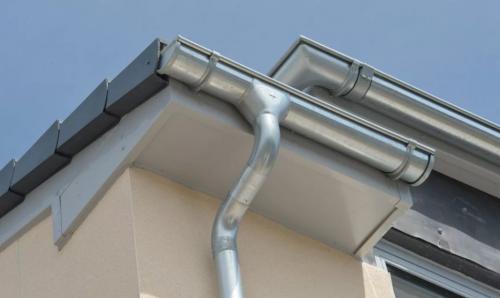 Как сделать слив с крыши своими руками из подручных материалов. Материалы для водостоков