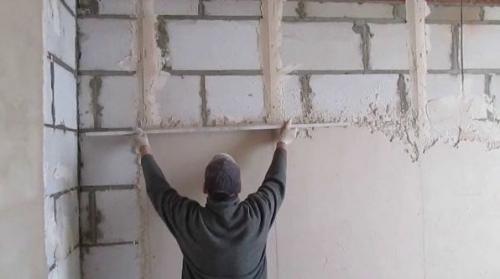 Можно ли шпаклевать пеноблоки. Блоковая штукатурка стен из газобетона внутри помещения